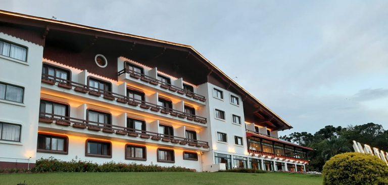 Hotel Renar completa 39 anos de história