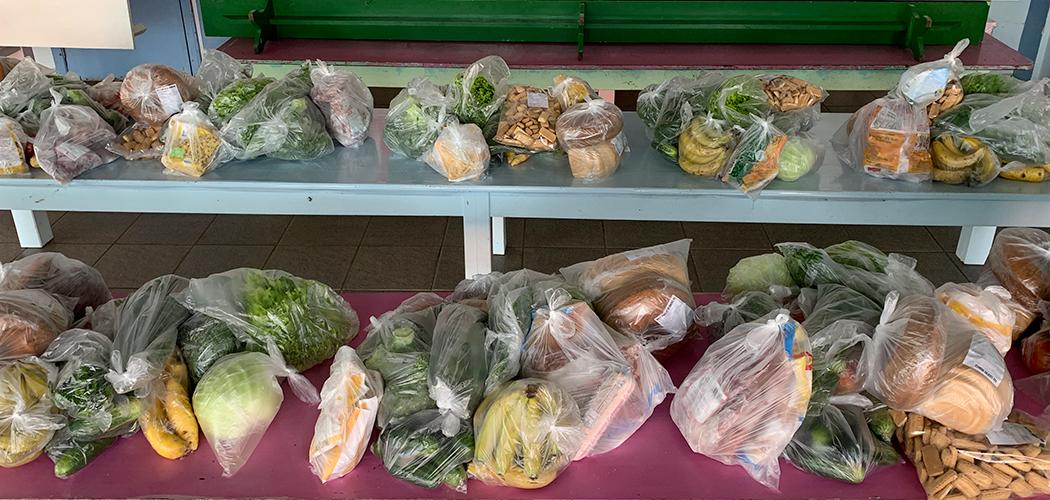 Kits de alimentação são entregues às famílias Pinheiro Pretenses