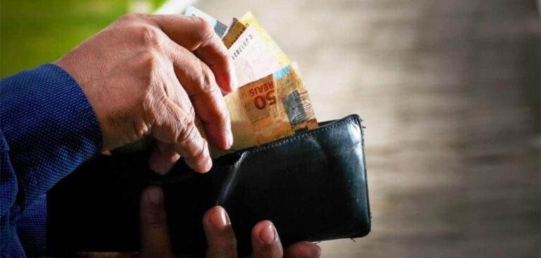 Governador sanciona lei que reajusta o salário mínimo regional em SC