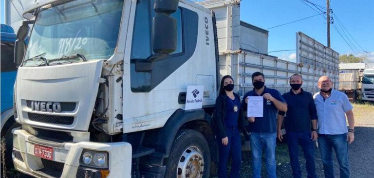 Luzerna recebe um caminhão  apreendido pela Receita Federal