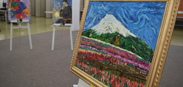 Biblioteca da Unoesc Joaçaba promove exposição de pinturas do artista paulistano João Miranda
