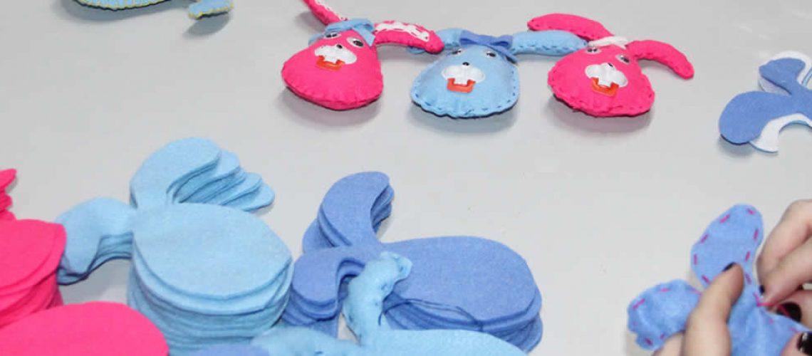 Milhares de coelhinhos das mais diversas cores e modelos são feitos à cada semana/Foto: Assessoria de Imprensa