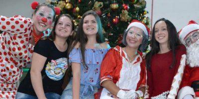 O ponto alto foi a chegada do Papai Noel e Mamãe Noel