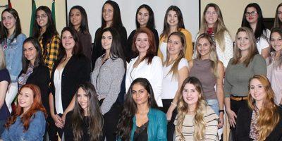 Este ano 32 meninas se inscreveram para o concurso/Foto: Toninho Vieira