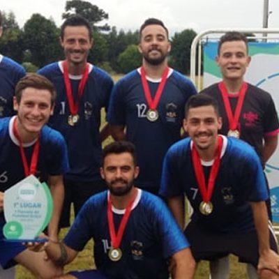 Equipe campeã no Torneiro de Futebol Suíço/Foto: Assessoria de Imprensa