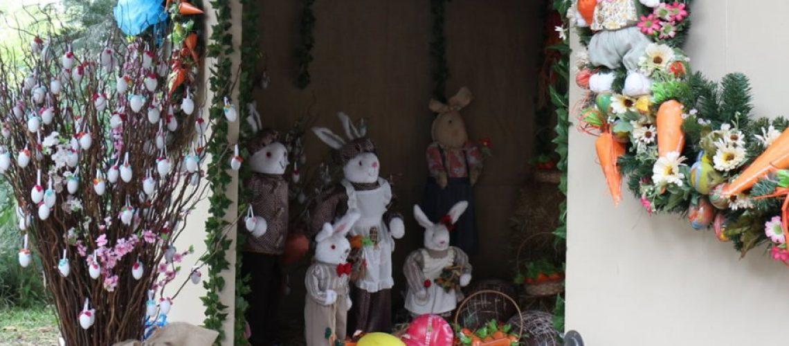 A decoração irá permanecer em frente a prefeitura até a Páscoa