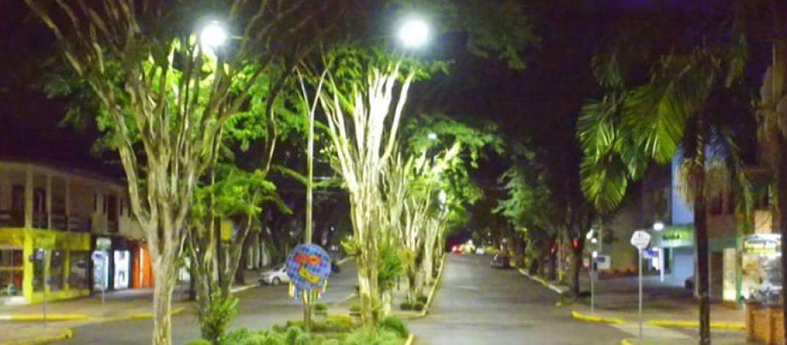 Novo projeto vai trocar as demais luminárias contemplando toda a cidade