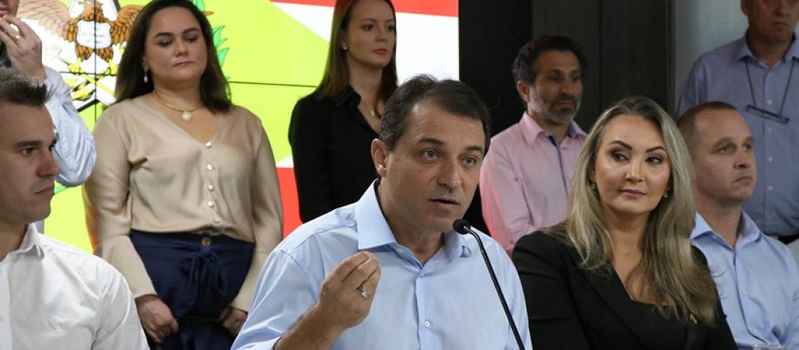 O governador Carlos Moisés manteve o tom otimista durante toda a conversa/Foto: Divulgação Internet