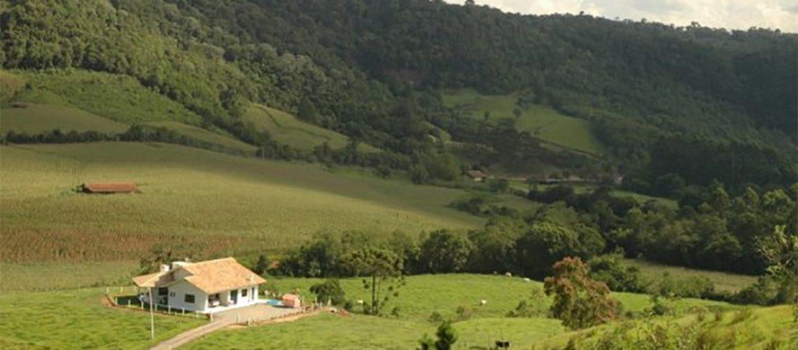 Os recursos serão destinados ao Programa Terra Legal, que fornece documentação necessária para que os produtores regularizem seus imóveis rurais/Foto: Aires Mariga/Epagri).