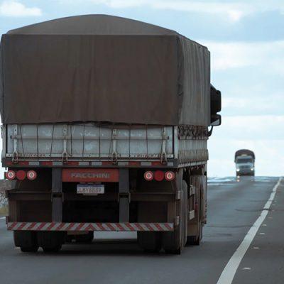 As condições das rodovias estão encarecendo em até 40% o transporte, retirando dos produtores rurais e das industriais/Foto: Internet
