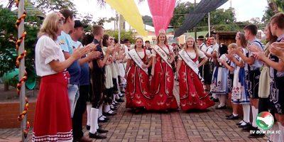A pré festa inicia uma semana antes com a gravação do convite do Kerb Fest, pela TV Bom Dia SC,  com a presença da Rainha, Princesas, Banda Municipal, Grupos de Danças e Autoridades/Foto: Bom Dia SC