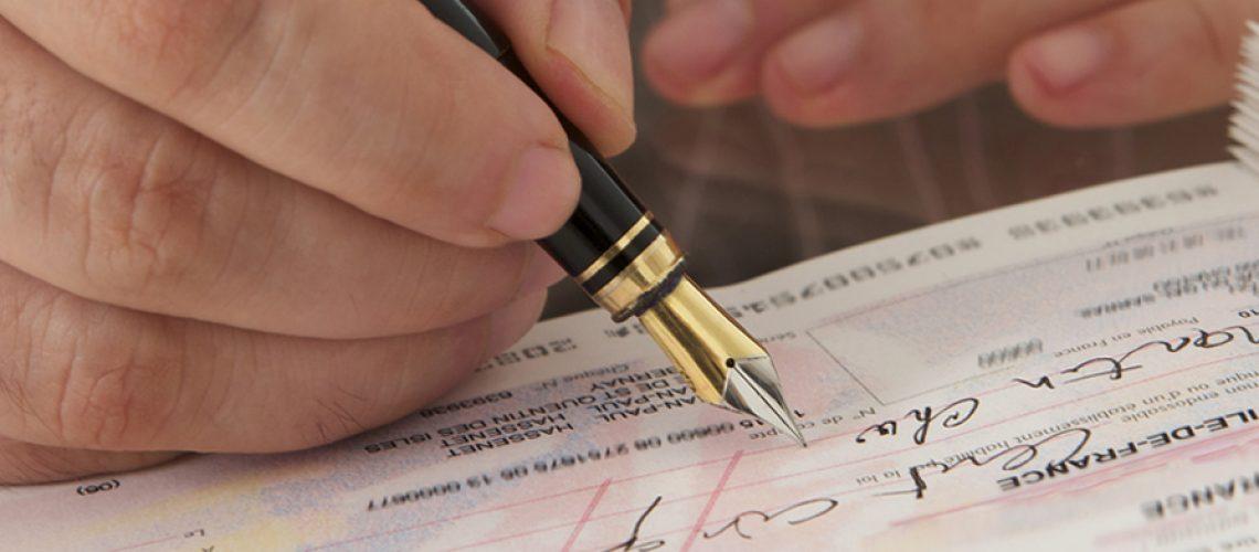 Os bancos poderão cobrar tarifa de novos clientes sobre o limite acima de R$ 500 do cheque especial/Foto: