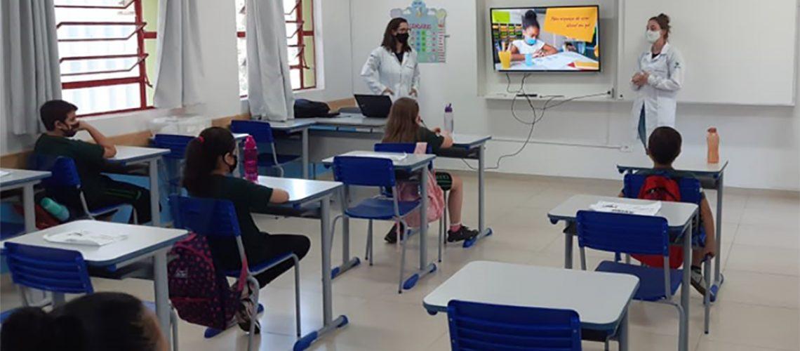 A atividade tem como objetivo auxiliar as escolas na educação em saúde, referente aos cuidados com o Covid-19