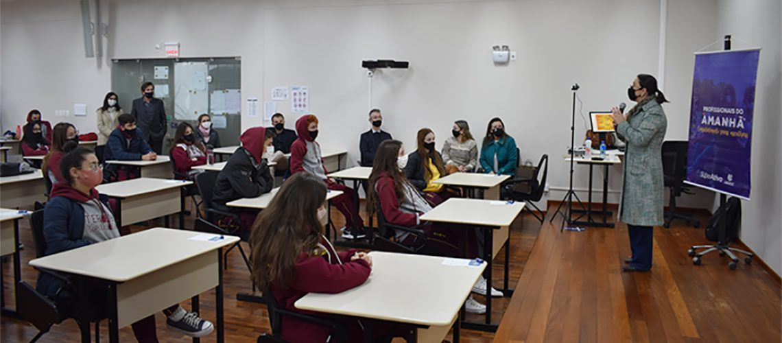 Os alunos do 3º ano do Ensino Médio participaram de uma série de palestras sobre as profissões