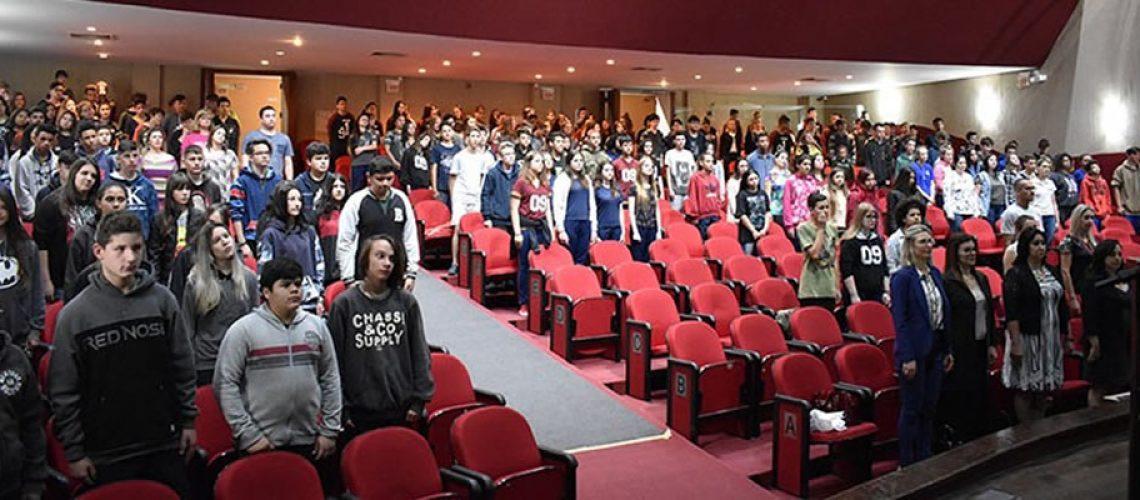A cerimônia aconteceu no Teatro Alfredo Sigwalt/Foto: Assessoria de Imprensa