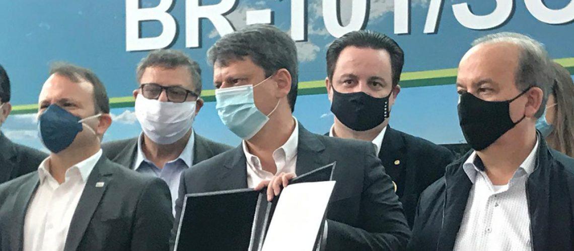 O senador catarinense Jorginho Mello (PL) participou  da assinatura da concessão do trecho sul da BR-101/Foto: Assessoria