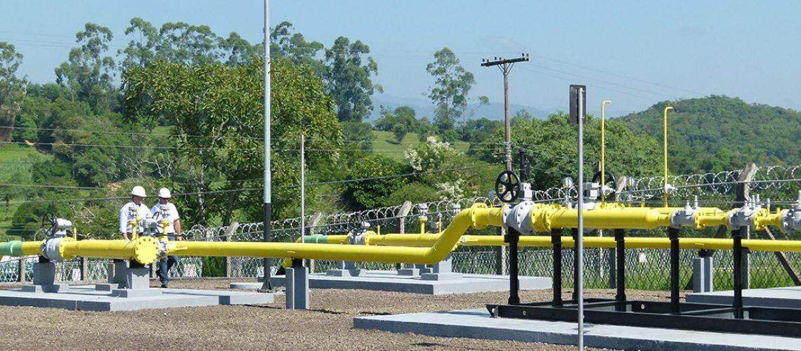 O repasse das variações dos custos de aquisição do gás para as tarifas ocorre ordinariamente em julho e janeiro