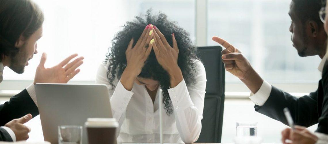 Colegas homens também são responsáveis por constranger as mulheres de outras formas/Foto: Internet