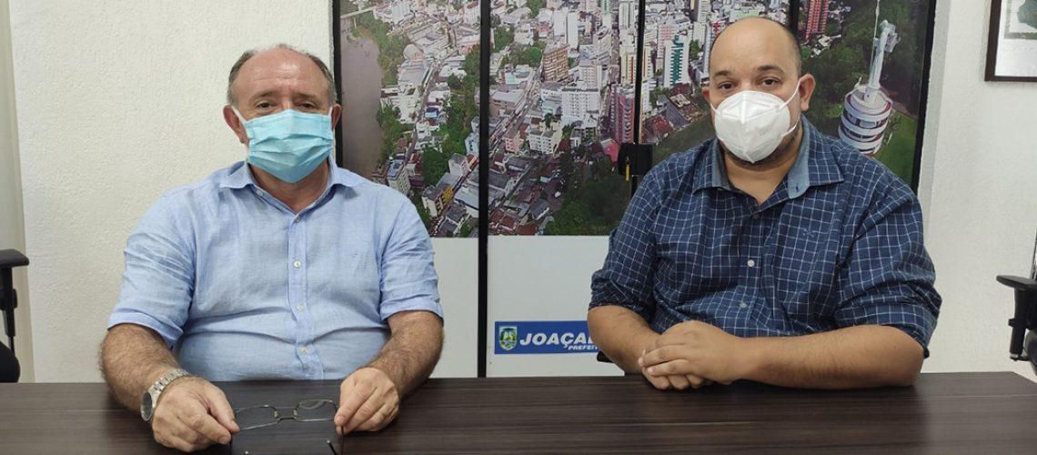 Prefeito Dioclésio Ragnini e o médico  Dr. Samoel Bittencourt, um dos médicos da Secretaria Municipal de Saúde de Joaçaba