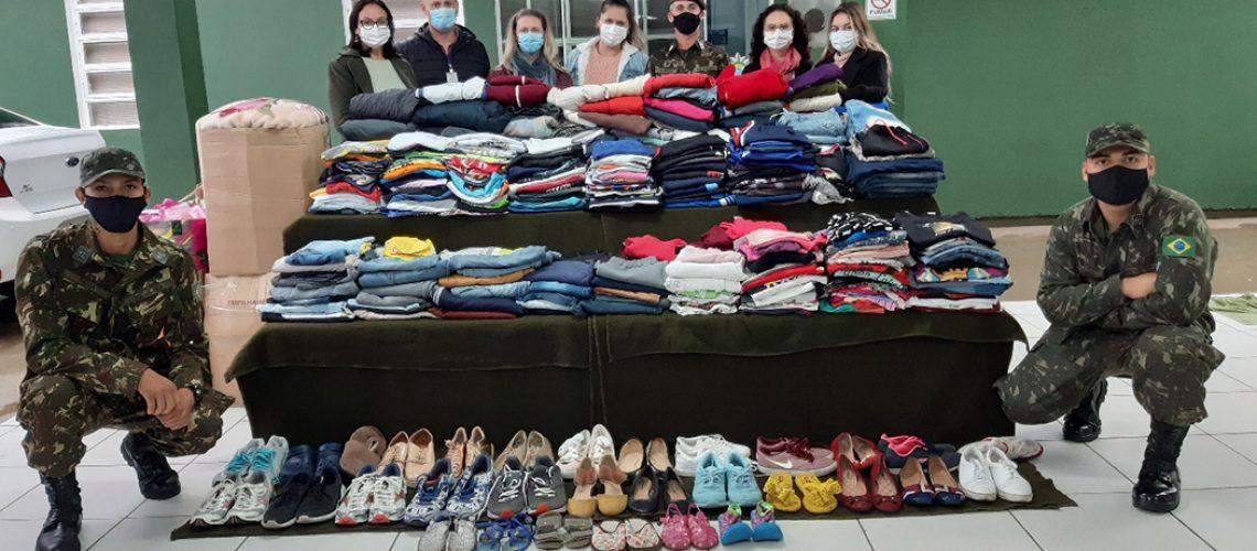 Foram arrecadadas mais de 1.400 peças de roupas e calçados
