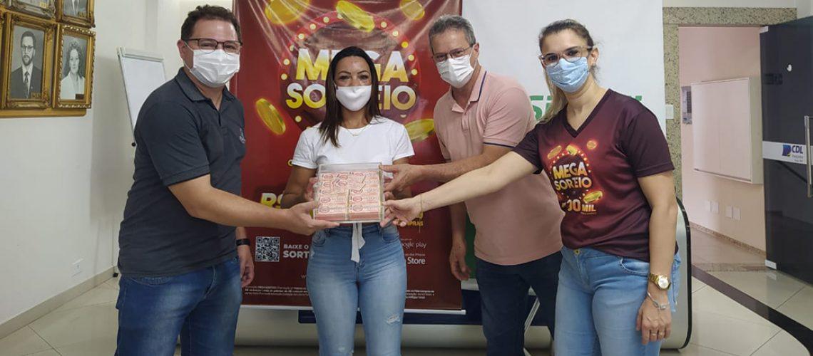 A Hilcreia Aparecida Costa de Souza,  faturou o prêmio máximo da promoção