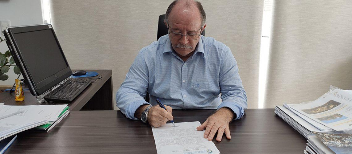 Dioclésio Ragnini assinou nesta sexta-feira (05), uma carta de intenções para aquisição de 20 mil doses da Vacina Sputnik