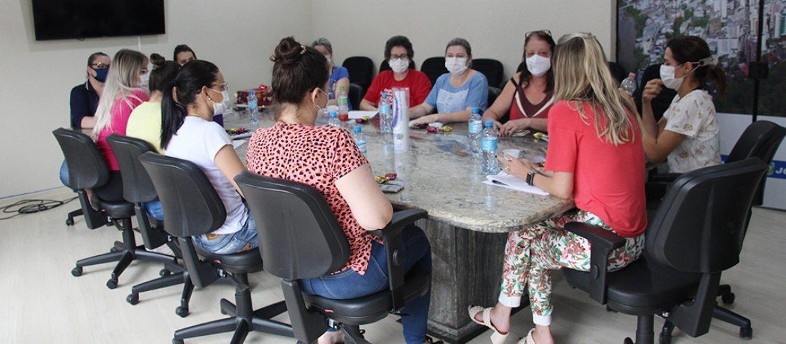 As enfermeiras responsáveis pelos postos de saúde, salas de vacinas e das Coordenadorias da Epidemiologia e da Atenção Básica, reuniram-se com a Superintendência Municipal de Saúde