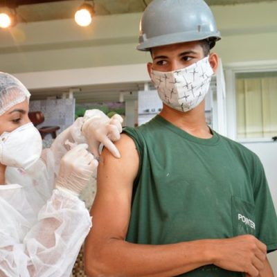 A vacinação acontece das 14h às 20h/Foto: Internet