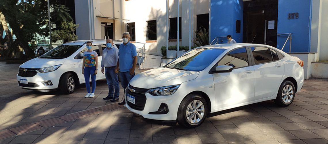 Foram adquiridos dois veículos, sendo um ônix sedan e uma minivan spin, com sete lugares