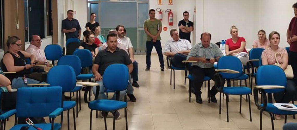 Prefeitos e representantes dos municípios
