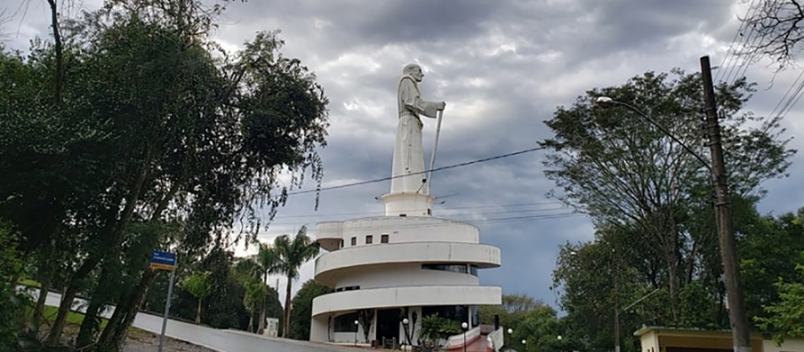 A estrutura da estátua não foi danificada/Foto:  Marcelo Santos