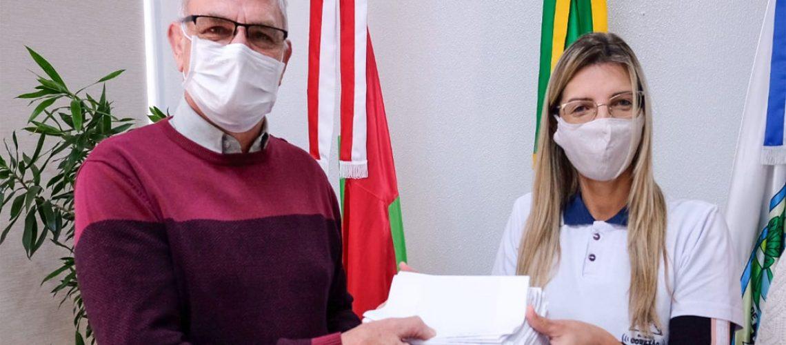 os alunos do Colégio Conexão expressaram sua gratidão aos profissionais da saúde/Foto: Prefeitura