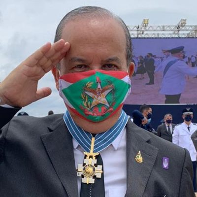 Jorginho Mello recebeu a medalha pelos projetos apresentados e aprovados para mitigar os impactos econômicos da pandemia