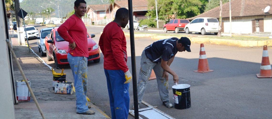 A secretaria de desenvolvimento urbano vem realizando pinturas nas principais ruas da cidade/Foto: Assessoria de Imprensa