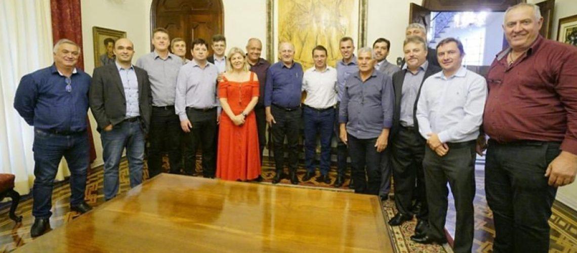 Prefeito Pedro Rabuske e demais membros da AMARP