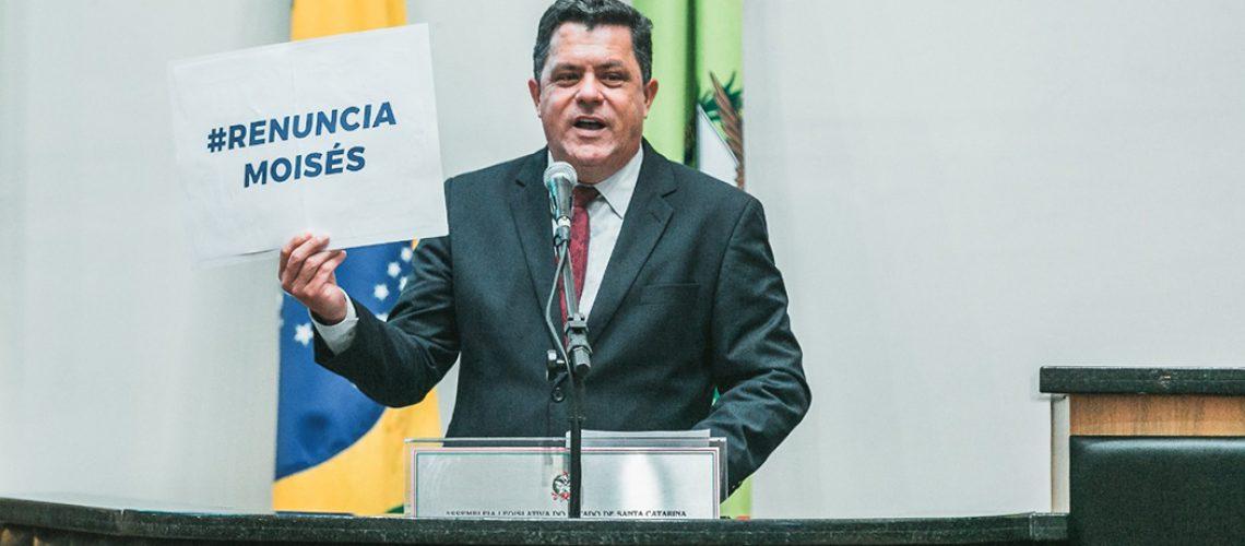 Deputado Ivan Naatz (PL): Discurso e protesto no plenário da Alesc. (Bruno Collaço- Divulgação Agência Alesc)