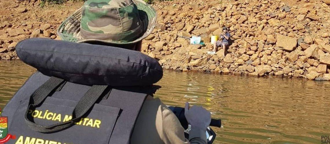 Foram realizadas diversas abordagens à pessoas em atividade de pesca