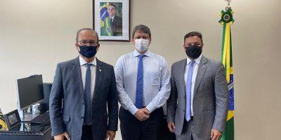 O senador Jorginho Mello (PL), junto com o coordenador do Fórum Parlamentar Catarinense, deputado Daniel Freitas (PSL), articulou uma reunião com o Ministro Tarcísio Gomes de Freitas, da Infraestrutura