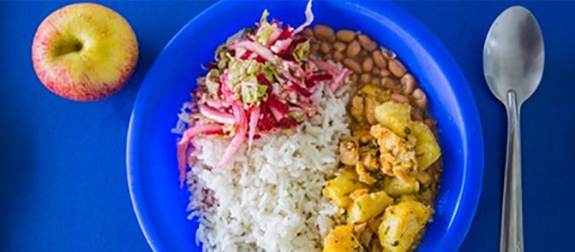 Os kits estão sendo distribuídos conforme a disponibilidade dos gêneros alimentícios estocados nas cozinhas das unidades escolares /Foto: Assessoria de Imprensa