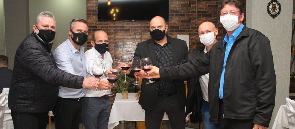 Cresol Meio Oeste participou, no dia 04 de junho, da sangria de um primeiro barril de vinho da safra 2020/202