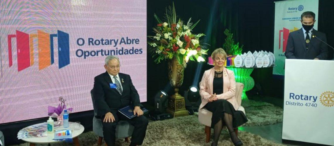 O prefeito em exercício Jair da Rosa, que também é rotariano, saudou os integrantes mais antigos que estavam presentes