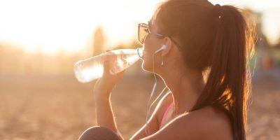 A dica é levar uma garrafa de água sempre com você/Foto: Internet