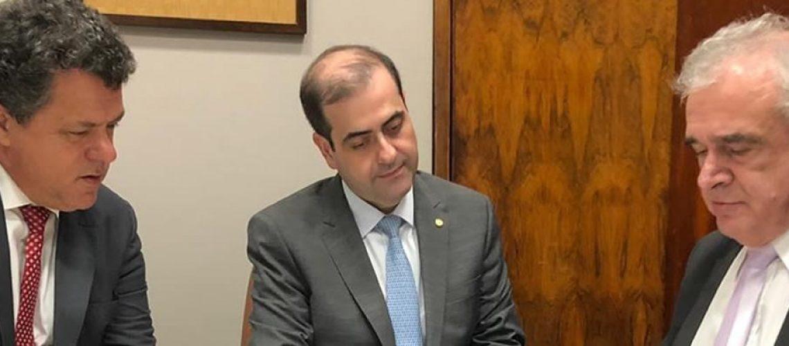 Deputado Ivan Naatz e o presidente do Hospital Santo Antonio Jorge Censi tiveram reunião com o deputado federal Carlos Chiodini