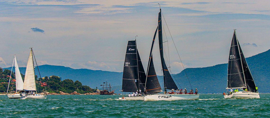 Tradicional competição de vela oceânica começou nesta quarta-feira em um dia clássico de verão em Florianópolis/Fotos: Daniel Mafra/Veleiros da Ilha